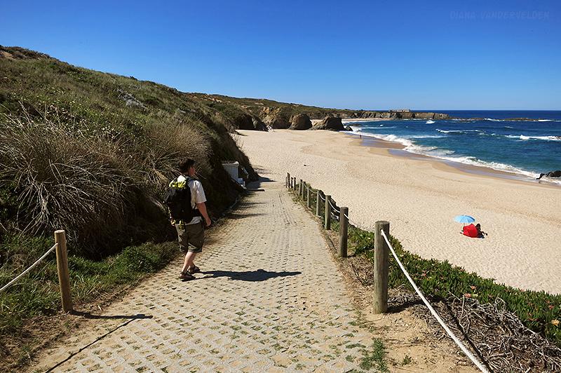 At the trailhead, Praia de Almogarve.