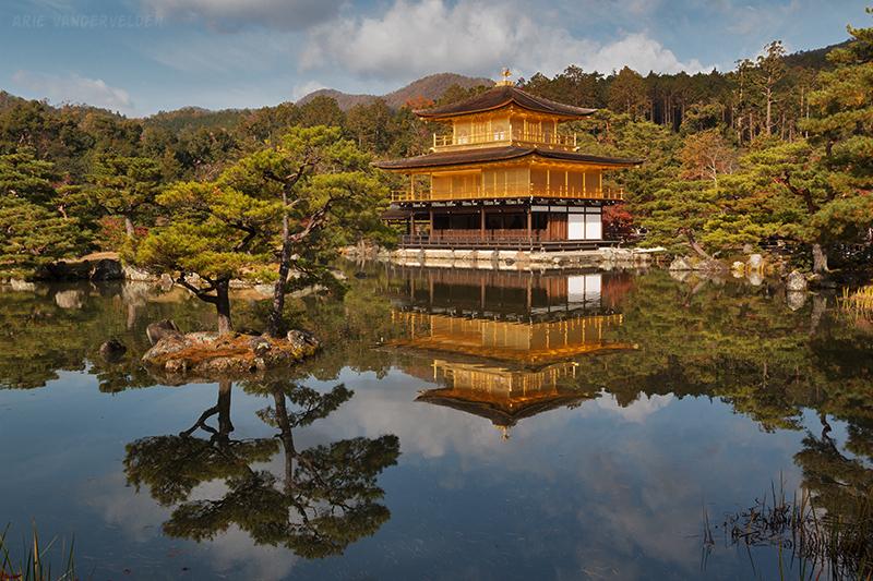 Kinkakuji, the golden pavillion.